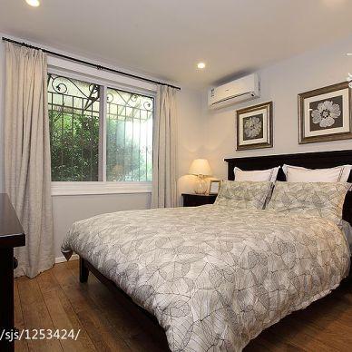 恬静美式_美式卧室床头背景墙装修设计效果图