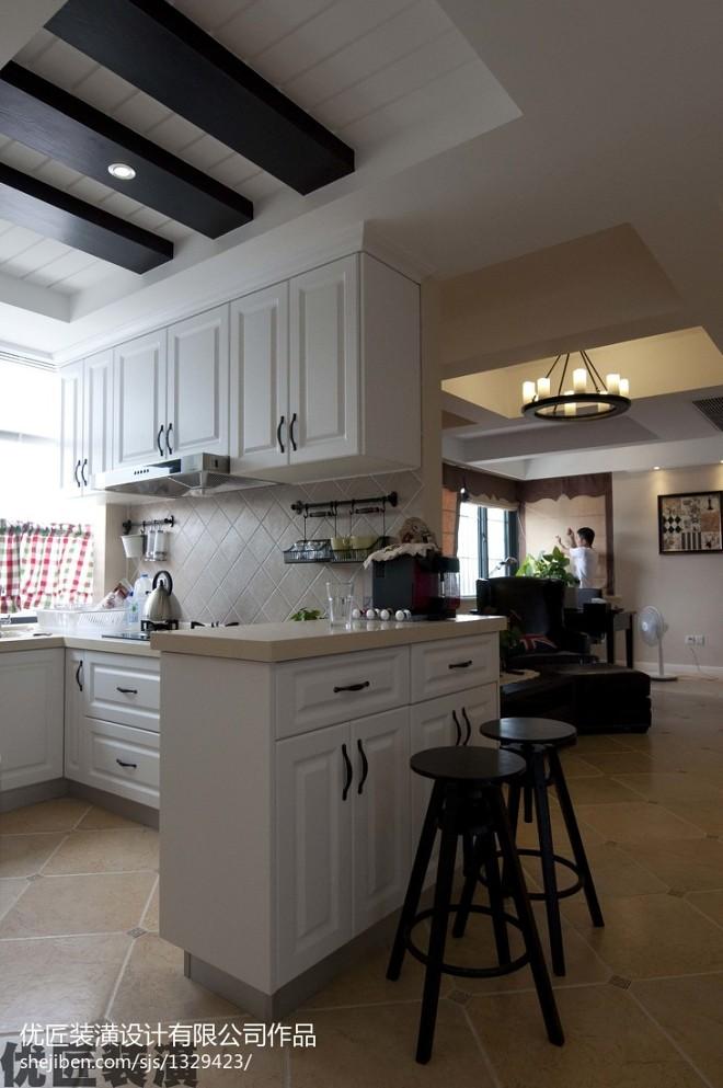 美式厨房小吧台装修效果图