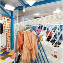 小型服装店橱窗效果图