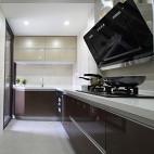 现代简约风厨房橱柜晶钢门板装修效果图