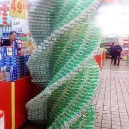 超市商品陈列牙膏摆设图片