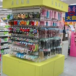 超市商品陈列饰品图片