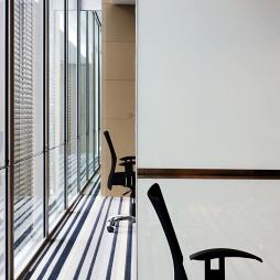现代金融办公室屏风隔断装修效果图