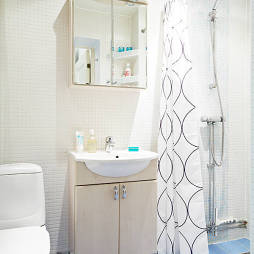 白色马赛克卫生间图片