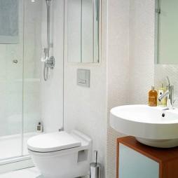 白色卫生间图片