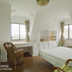 欧式风格跃层卧室装修图