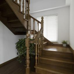 欧式风格跃层楼梯装修图