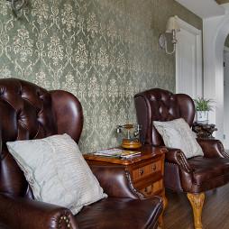 欧式风格跃层客厅背景墙装修图