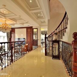 美式风格跃层建筑楼梯装修效果图