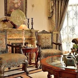 美式风格跃层建筑客厅桌椅装修效果图