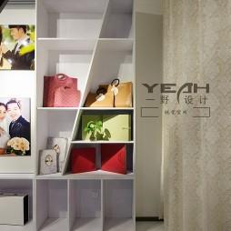 现代风格展览馆展柜设计图