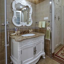 精致欧式卫生间白色浴柜设计