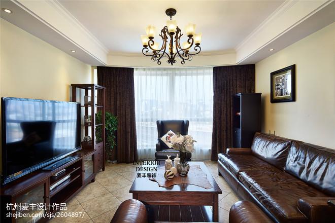 简约美式客厅实木色家具装修图