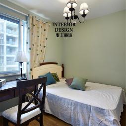 简约美式卧室窗户设计