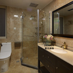 简约美式卫生间玻璃淋浴房设计