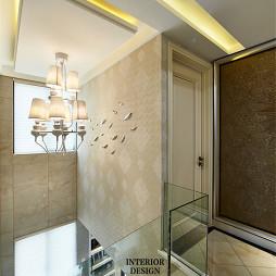 混搭风格玻璃栏杆楼梯装修效果图