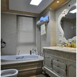 欧式风格卫生间复古浴柜装修效果图