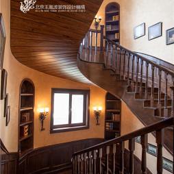 美式售楼中心楼梯样板间设计