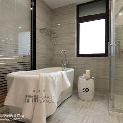 美式浴室玻璃门装修效果图
