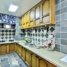 美式简约厨房吊顶装修设计
