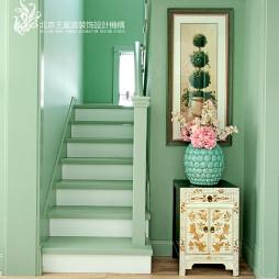 美式楼梯样板间装修效果图