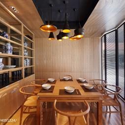 混搭风中式餐饮店博古架装修设计
