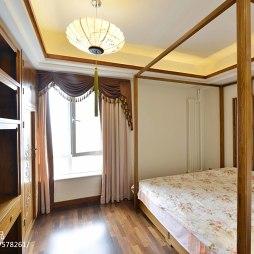 三居中式卧室窗户设计