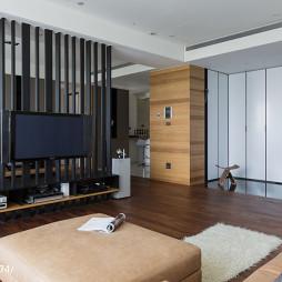 三居室现代客厅隔断装修
