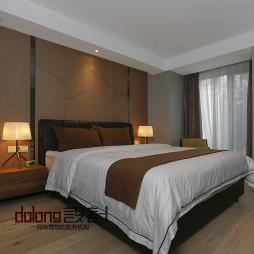 现代风格卧室木地板装修效果图