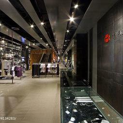 品牌服装专卖店过道设计