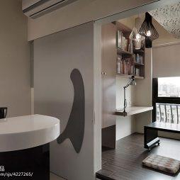 三室混搭风书房隔断设计