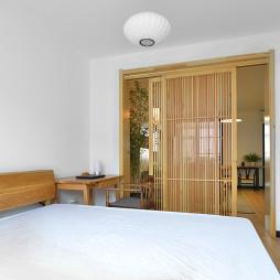 简单中式卧室推门图片