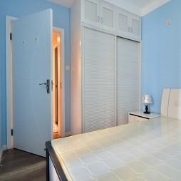 小户型现代卧室衣柜效果图