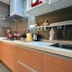 小户型现代厨房橱柜效果图