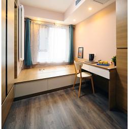 二居室现代卧室榻榻米装修效果图