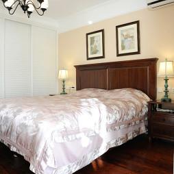 温馨美式卧室床头挂画装饰效果图