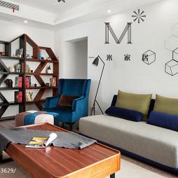 现代休闲风客厅博古架设计