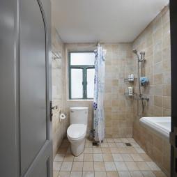 美式三居衛生間浴簾裝修圖片