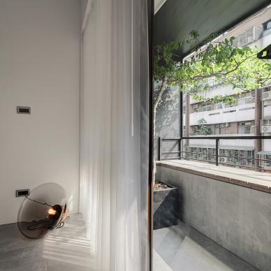 简约现代三居室阳台装修图片