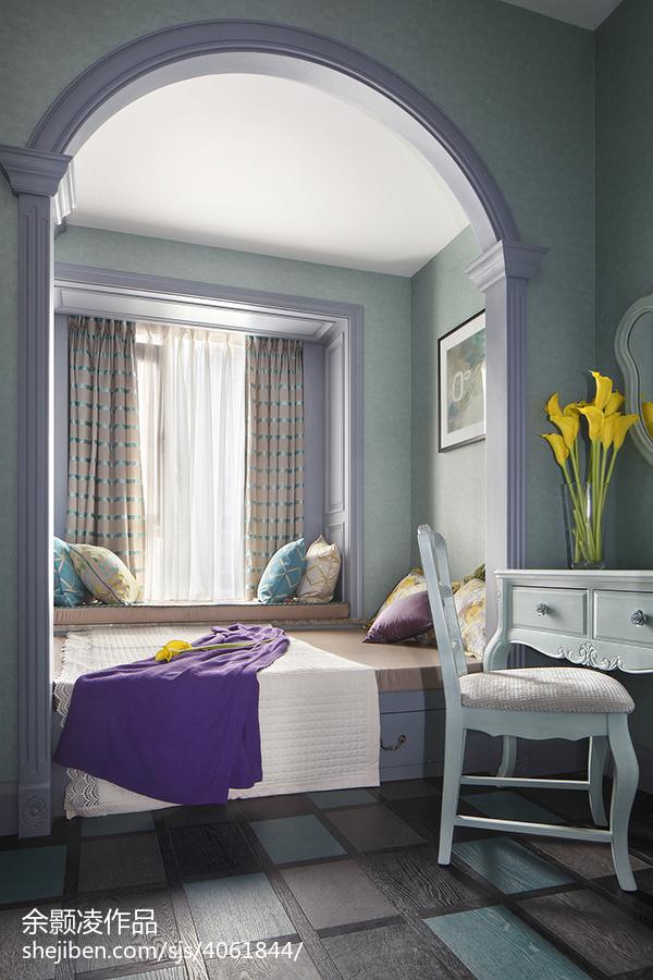 家居现代风格卧室装饰图