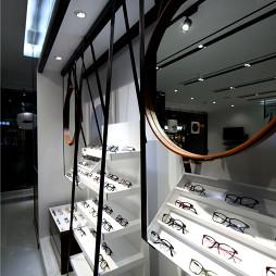 时尚风格眼镜专卖店展示柜设计