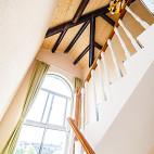 酒店原木楼梯设计