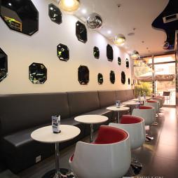黑与白咖啡厅座位设计
