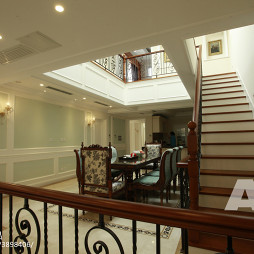 古典美式风格别墅楼梯装修案例