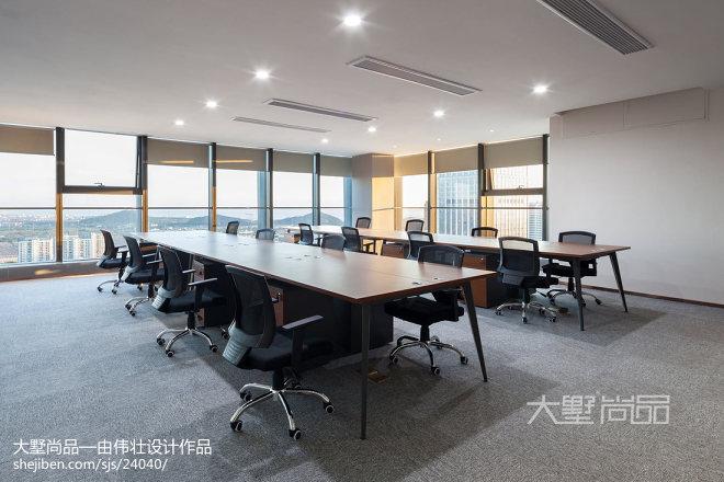 轻奢风办公空间会议室设计