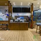 卡通般彩色快餐店室内设计