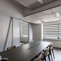 白色办公室室内设计