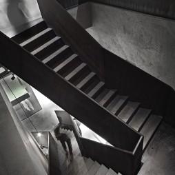 工装巴鲁特男装店楼梯设计