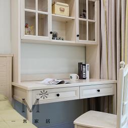 白色美式风格卧室小书房设计