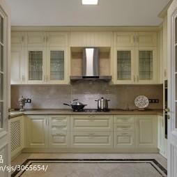 美式复古米白色橱柜设计